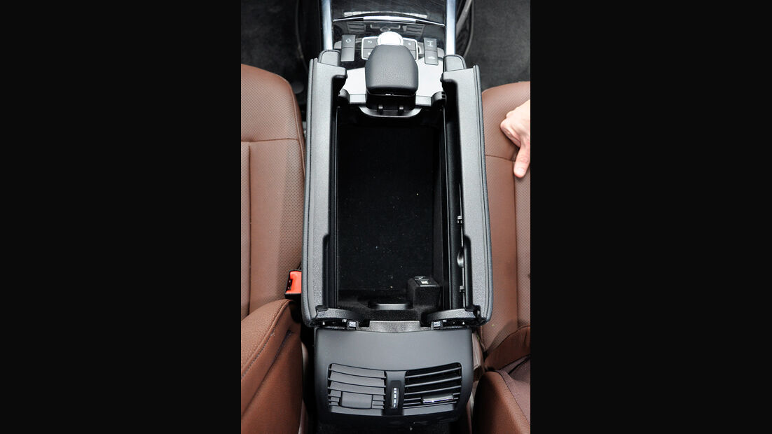 Mercedes E-Klasse, Mittelkonsole, Ablage