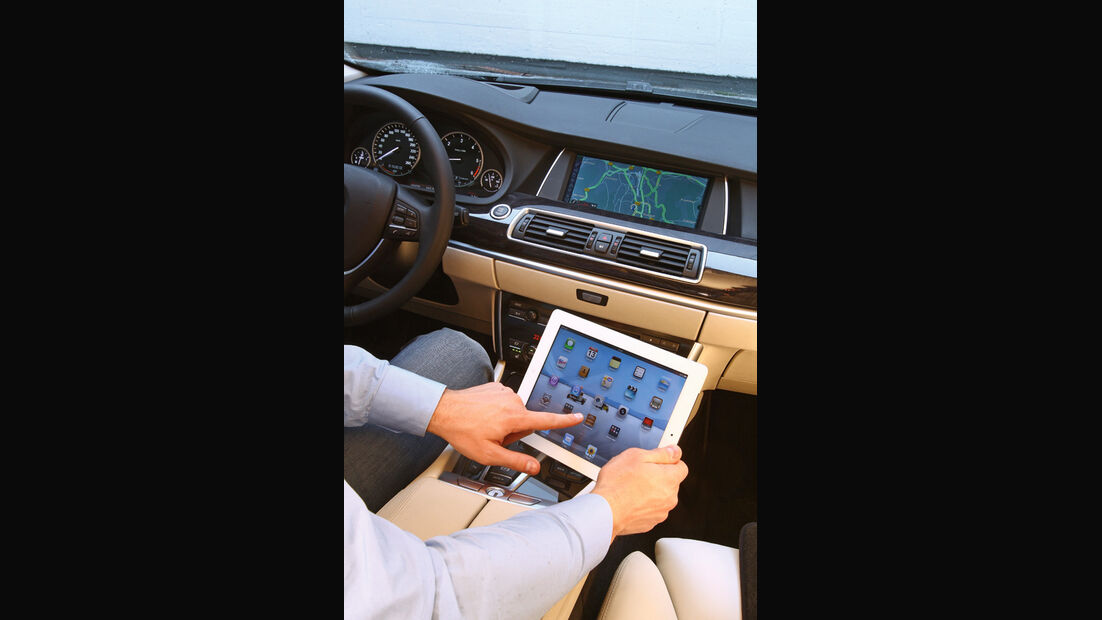 Mercedes E-Klasse, Mittelkonsole, Tablet