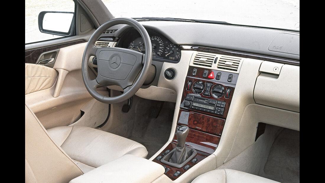 Mercedes E-Klasse (W210), Cockpit