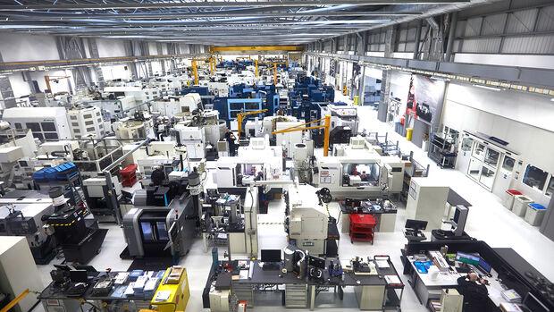 Mercedes - F1 Motorenwerk Brixworth