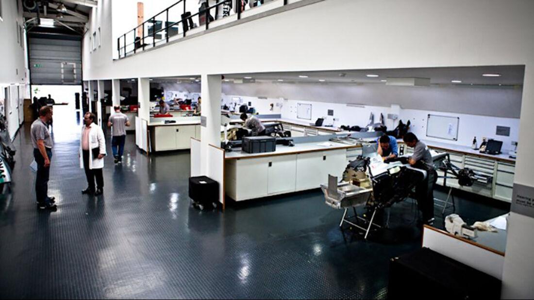Mercedes Fabrik Brackley - Race Bay - Werkstatt