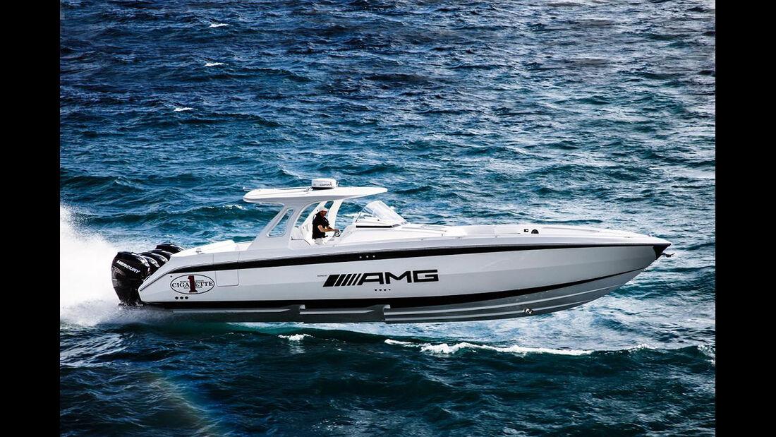 Mercedes G 63 AMG INSPIRES THE CIGARETTE 42' HUNTRESS