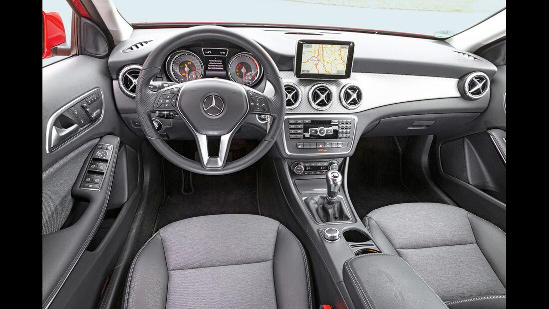 Mercedes GLA 200, Cockpit