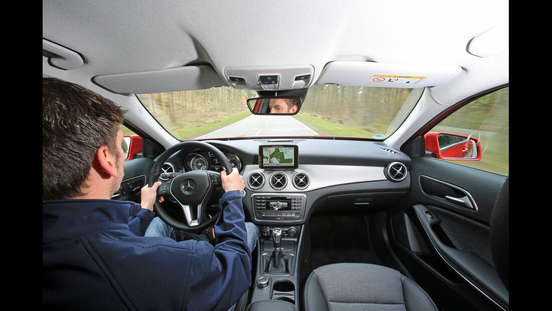 Mercedes GLA 200, Cockpit, Fahrersicht