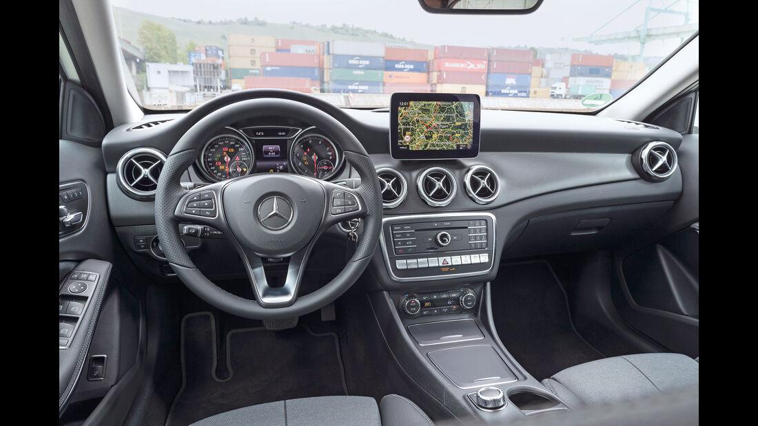 Mercedes GLA 220 4Matic, Cockpit
