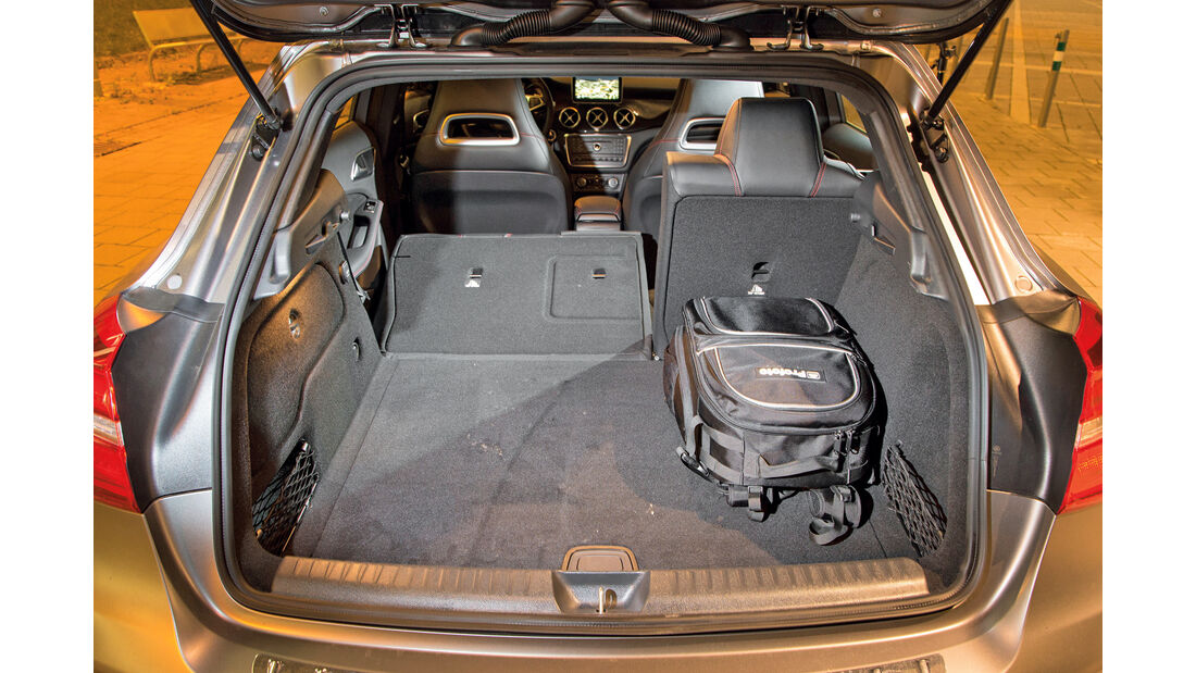 Mercedes GLA 220 d 4Matic, Rücksitze, Umklappen
