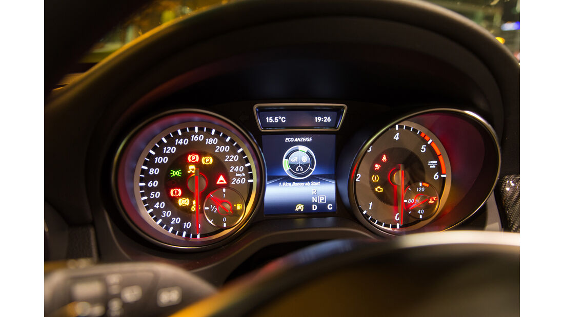 Mercedes GLA 220 d 4Matic, Rundinstrumente