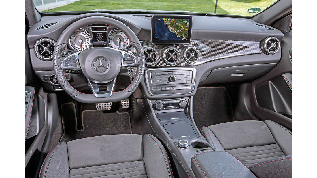 Mercedes GLA 250 4Matic AMG Line, Cockpit