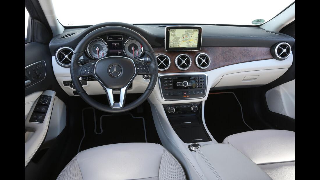 Mercedes GLA 250 4Matic, Cockpit