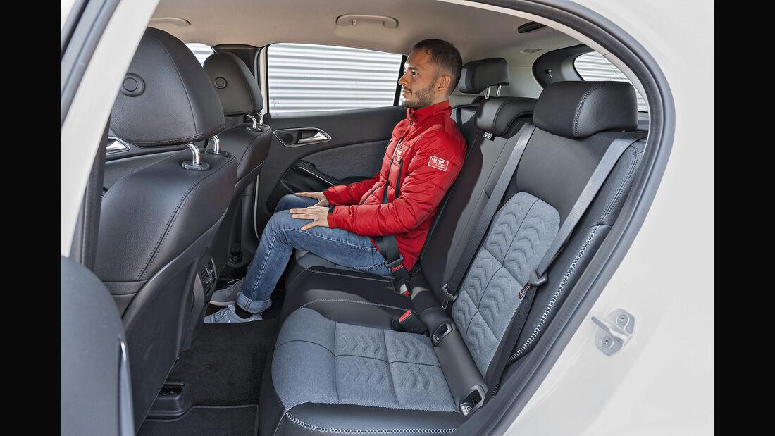Mercedes GLA 250 4Matic Style, Interieur