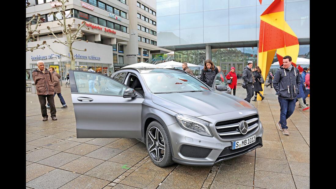 Mercedes GLA, AMG, Fußgängerzone