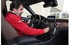 Mercedes GLA, Cockpit, Fahrer