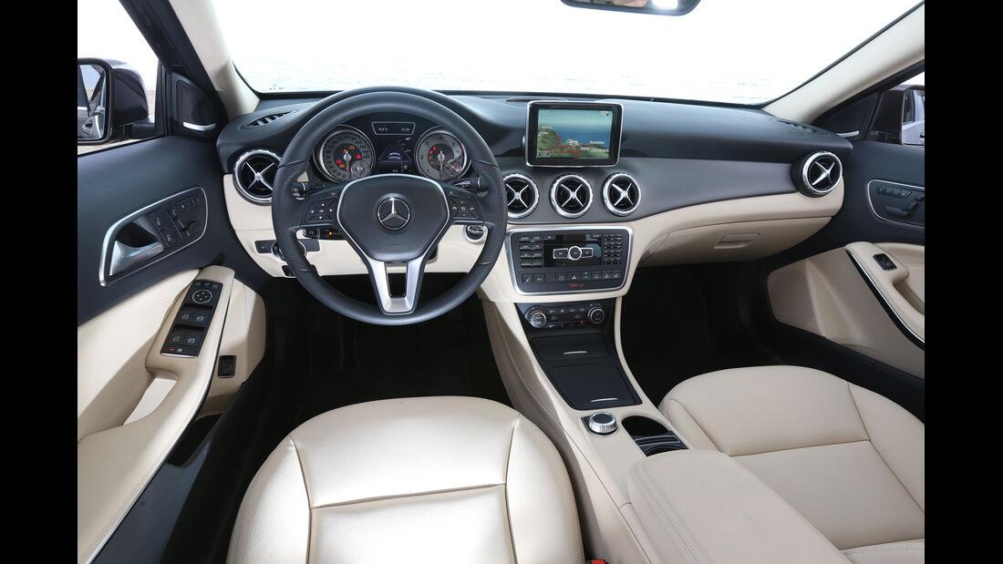 Mercedes GLA, Cockpit, Lenkrad