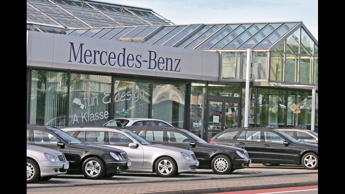 Mercedes, Händler
