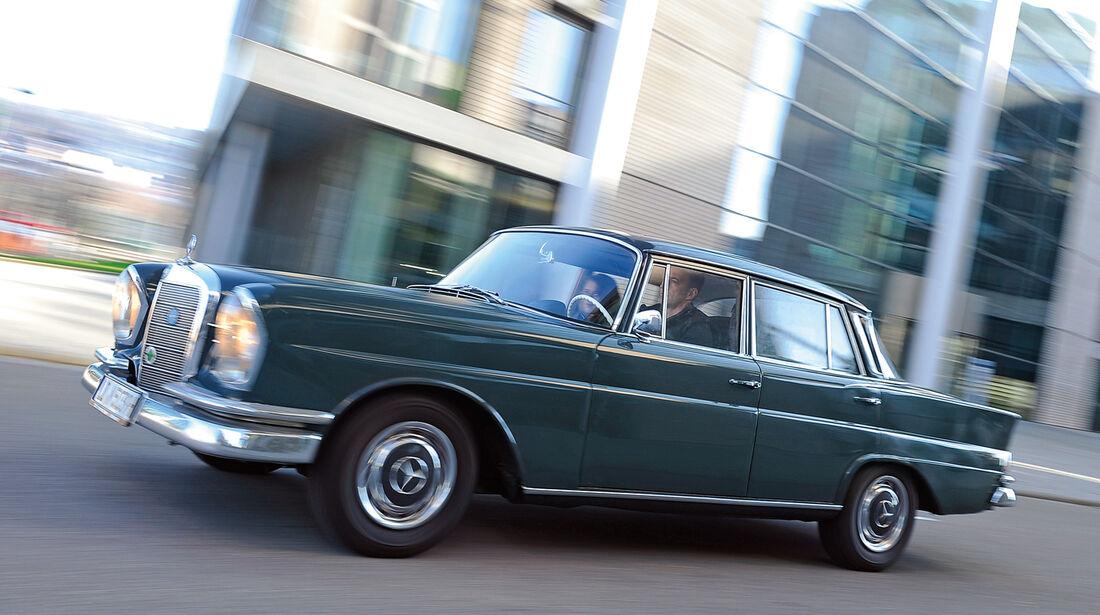 Mercedes Heckflosse (W110/111)