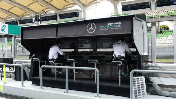 Mercedes - Kommandostand - GP Malaysia 2016