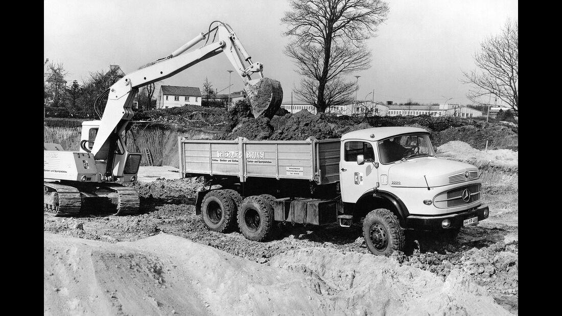 Mercedes Kurzhauber Dreiachser schwere Klasse Baustelle