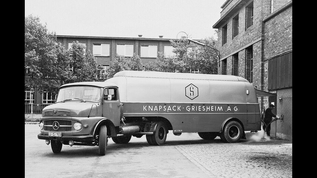 Mercedes Kurzhauber Sattelzug