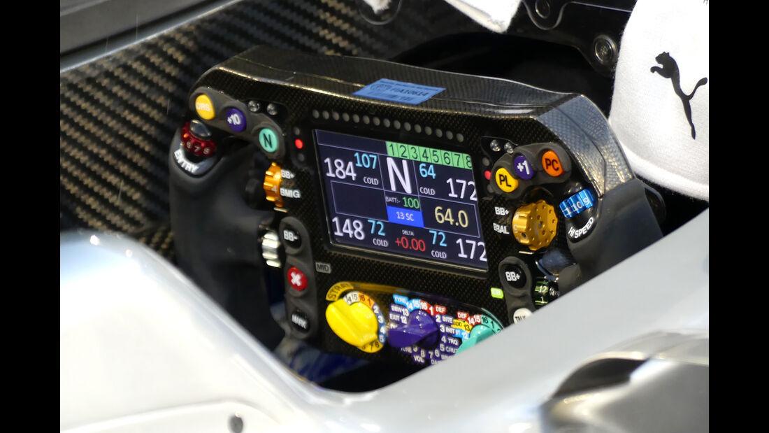 Mercedes - Lenkrad - Formel 1 - Technik - GP Bahrain 2016
