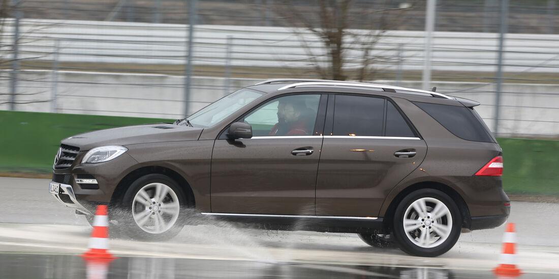 Mercedes ML 500, Seitenansicht, Nässe