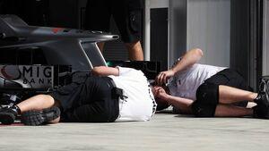 Mercedes Mechaniker - Formel 1 - GP Bahrain - 21. April 2012