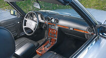 Mercedes R_107, Cockpit