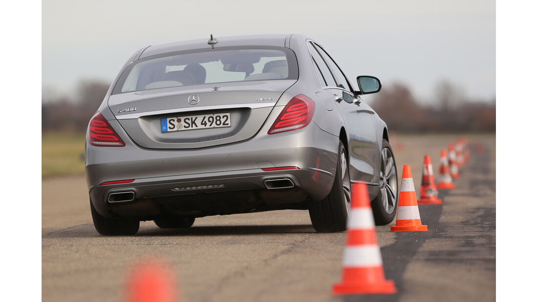 Mercedes S 400 Hybrid, Heckansicht, Slalom