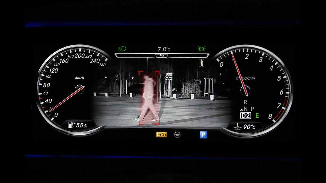 Mercedes S 500 4Matic, Instrumente