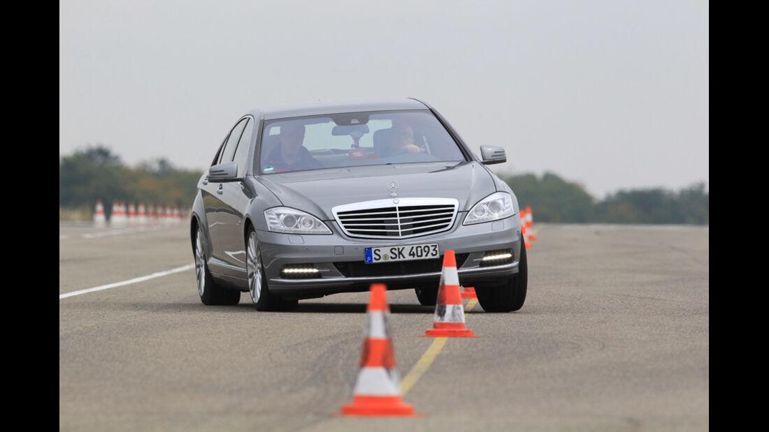 Mercedes S 500, Frontansicht, Slalom