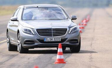 Mercedes S 500 L, Frontansicht, Slalom