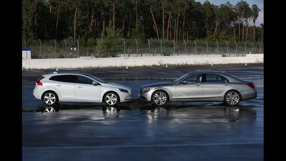 Mercedes S 500 L, Volvo V40, Seitenansicht