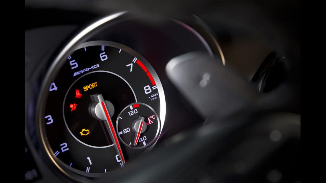 Mercedes SLK 55 AMG, Rundinstrumente