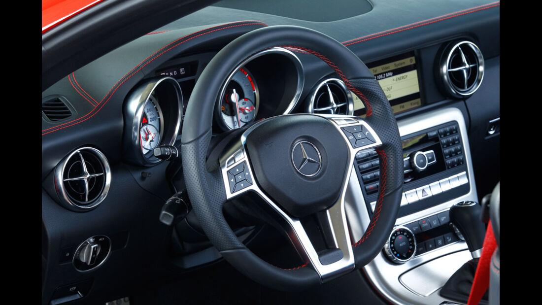 Mercedes SLK BlueEFFICIENCY, Lenkrad, Cockpit
