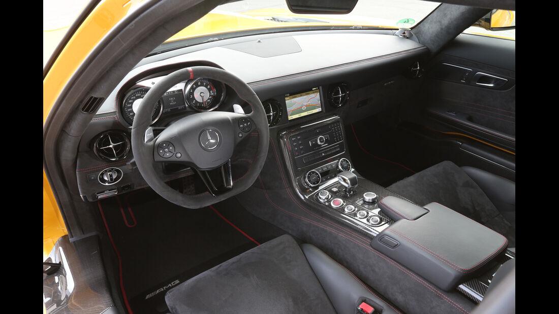 Mercedes SLS AMG Black Series, Cockpit