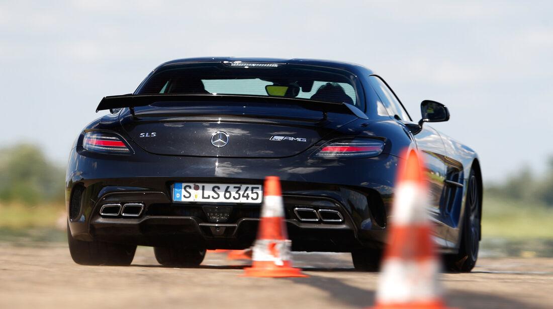 Mercedes SLS AMG Black Series, Heckansicht, Slalom