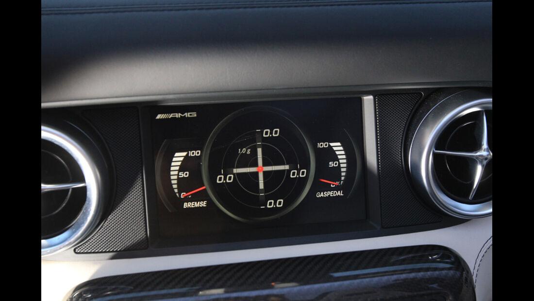 Mercedes SLS AMG Roadster, Display, Längs-Querdynamik