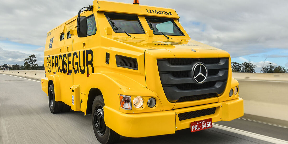 Mercedes Sicherheitstransporter