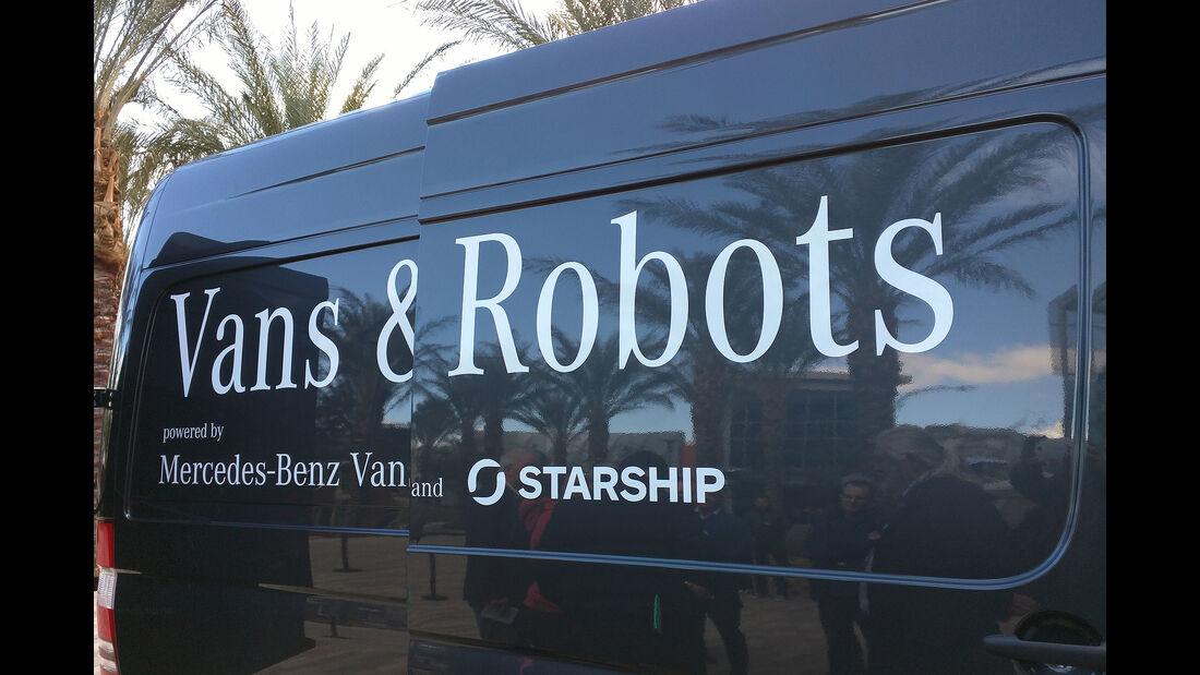 Mercedes Sprinter und Starship-Lieferroboter