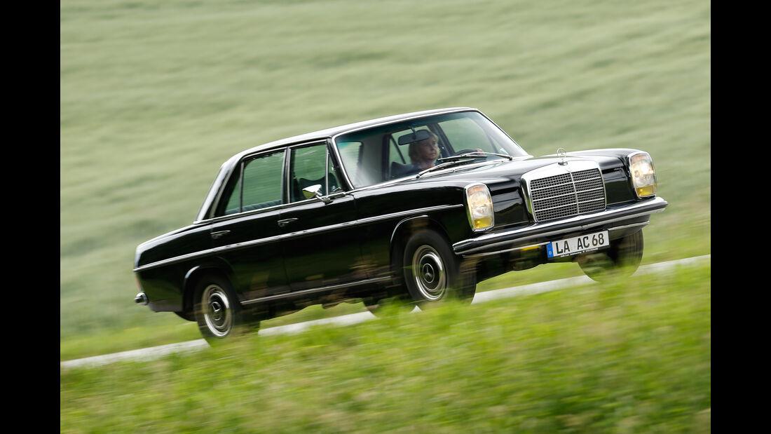 Mercedes Strichacht W114, Seitenansicht