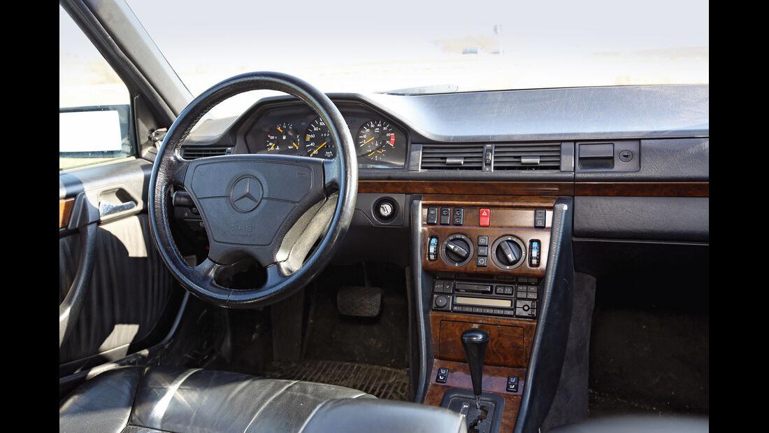 Mercedes T-Modell (S124), Cockpit, Lenkrad