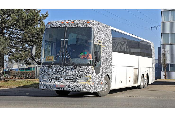 Erlkönig Mercedes Tourismo: Reisebus-Attacke auf den USA-Markt - auto motor und sport