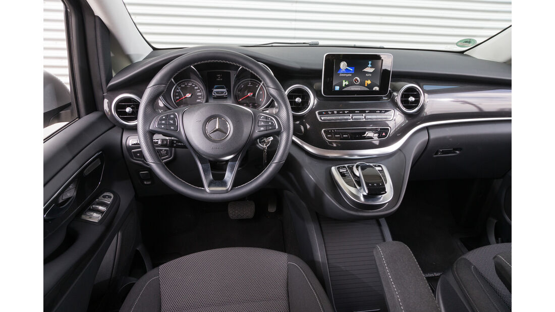 Mercedes V 220 d, Cockpit