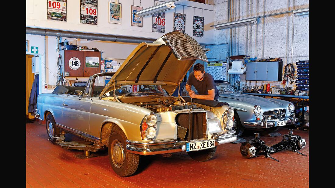 Mercedes W111 Coupé und Cabrio, Frontansicht, Motorhaube