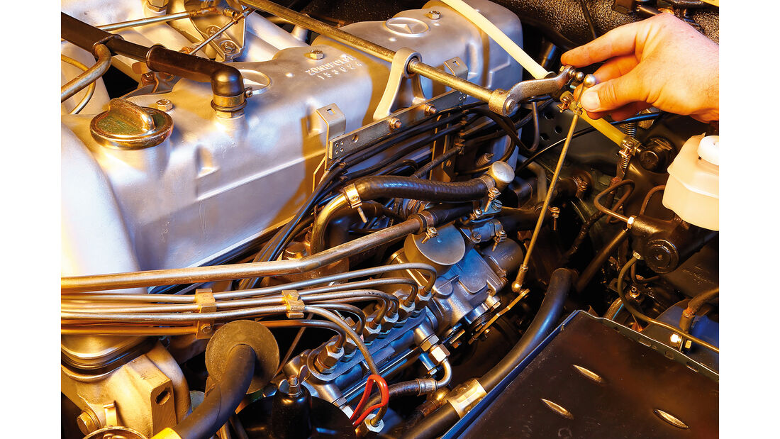 Mercedes W111 Coupé und Cabrio, Gasgestänge