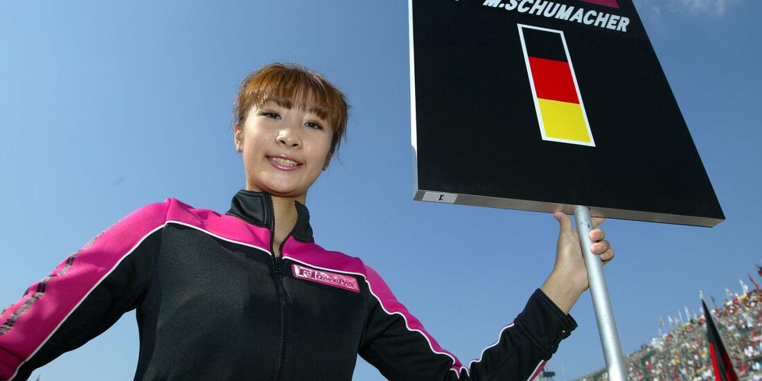 Michael Schumacher - Grid Girl - GP Japan 2002