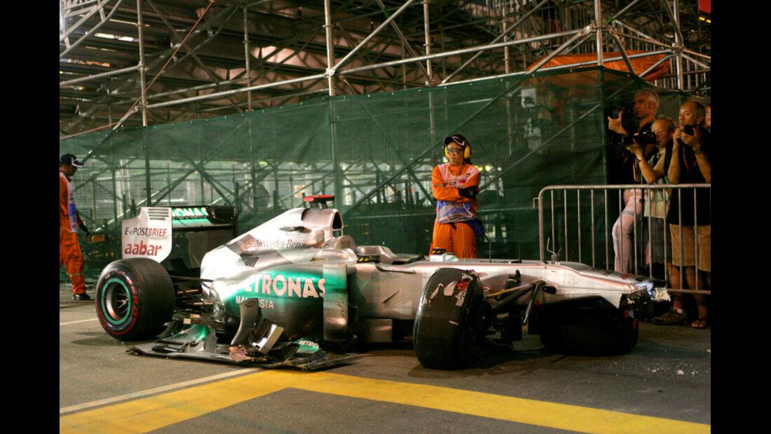 Michael Schumacher Mercedes Crash GP Singapur 2011