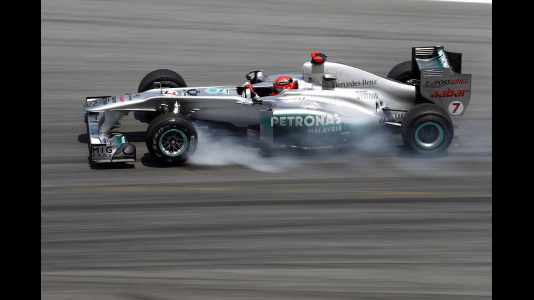 Michael Schumacher Verbremser Pirelli 2011