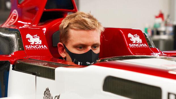 Mick Schumacher - Sitzprobe - Alfa Romeo 2020