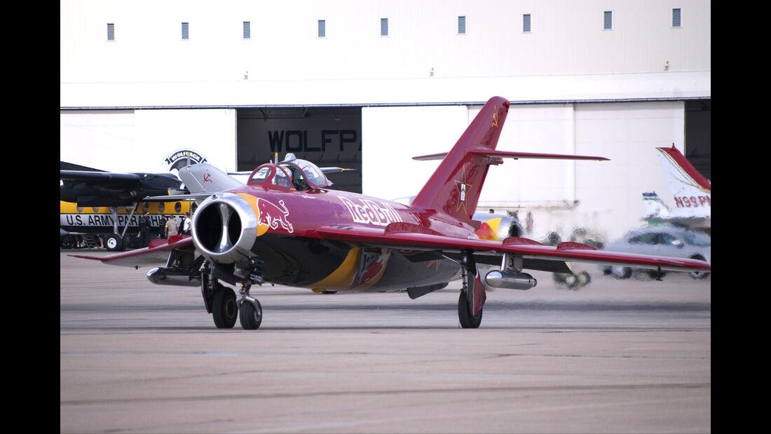 Mig 17 - Red Bull