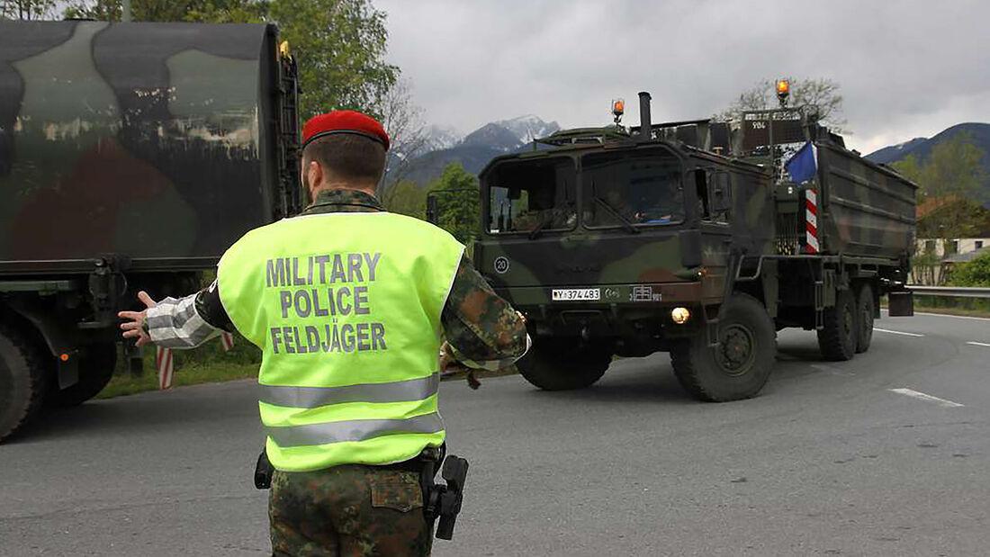 Militärkolonne